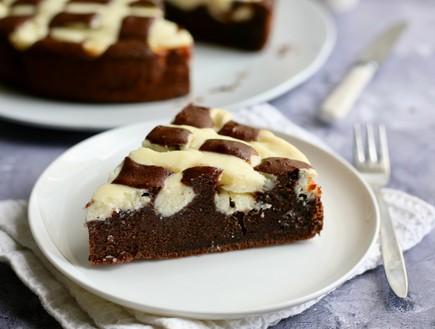 עוגת רשת שוקולד גבינה פרוסה