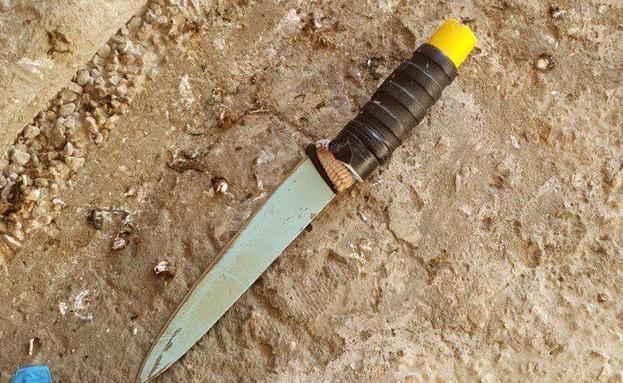 הסכין מניסיון הדקירה במערת המכפלה (צילום: דוברות המשטרה)