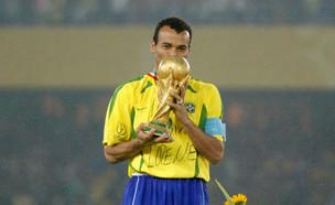 קאפו עם גביע העולם ב-2002 (צילום: רויטרס)