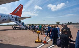 תור למטוס (צילום:  Pawel Pietraszewski, shutterstock)