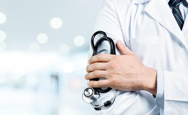 רופא עם סטטוסקופ - אילוסטרציה
