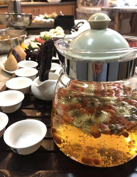 הוט פוט ורד הגליל תה סיני  (צילום: ריטה גולדשטיין, אוכל טוב)
