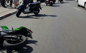 זירת התאונה בבית ים בה נהרג רוכב האופנוע מאיר קלטש (צילום: דוברות איחוד הצלה )