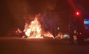 זירת הצתת הרכבים באבן ספיר (צילום: תיעוד מבצעי כבאות והצלה, נגב)