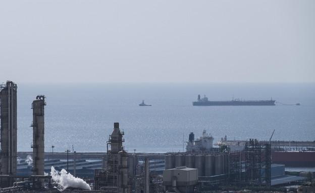 המפרץ הפרסי - מבט מחופי אירן (צילום: שי פרנקו, רויטרס)