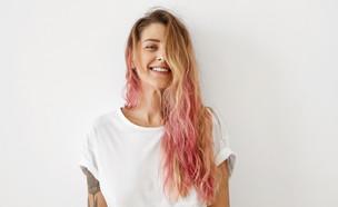 בחורה עם שיער ורוד (צילום: shutterstock, Nadezda Barkova)