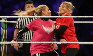 מתאבקות WWE בסעודיה (צילום: רויטרס)