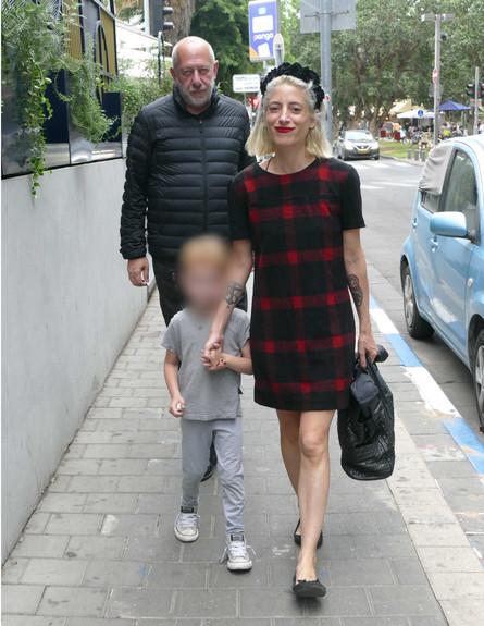 אפרת גוש עם הבעל והילד פפראצי, נובמבר 2019