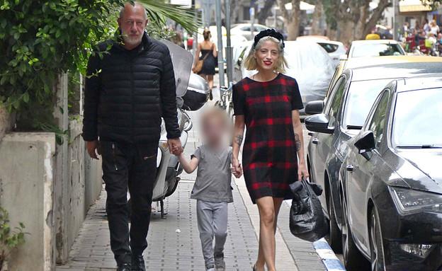 אפרת גוש עם הבעל והילד פפראצי, נובמבר 2019 (צילום: אמיר מאירי)