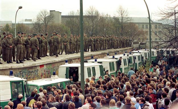 נפילת חומת ברלין (צילום: רויטרס)