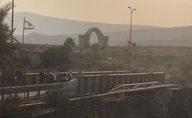 ישראלים בנהריים יום לפני החזרתו לירדן  (צילום: גיא ורון)