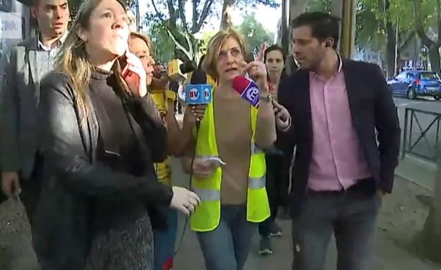ראשת עיר בצ'ילה בורחת באמצע הראיון