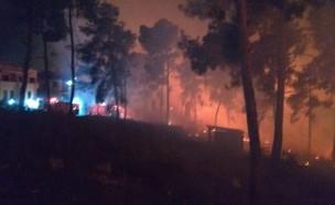 צוותי כיבוי פועלים בשרפה ליד עפולה (צילום: תיעוד מבצעי כבאות)