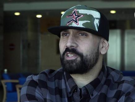 יואב אליאסי (הצל) בראיון (צילום: הכל אישי, שידורי קשת)