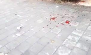 זירת ניסיון הרצח של אישה על ידי בעלה בן ה-71 בגוש דן (צילום: החדשות 12)
