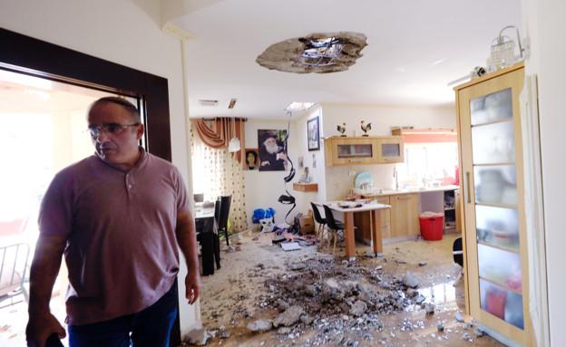 בית בנתיבות שנפגע מירי (צילום: ap)