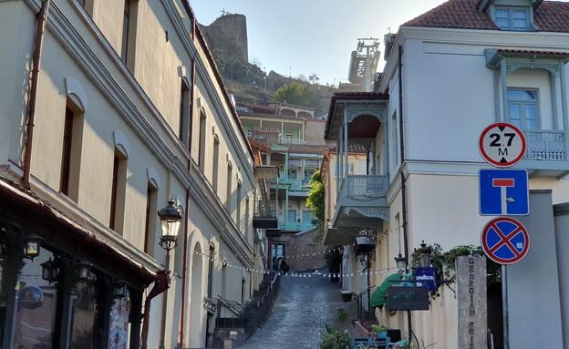 רחוב שצופה אל המצודה - טביליסי
