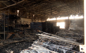 """שרפת הענק במפעל """"הולנדיה"""" בשדרות (צילום: החדשות 12)"""
