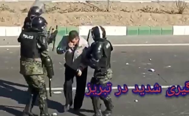 תבריז: מפגינים מתעמתים עם שוטרים (צילום: Christine and Steve Tan, D-MARS, המרכז הישראלי למשימות אנלוגיות במאדים)