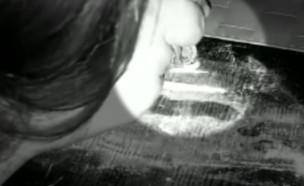 """קוקאין בבית הסדר היסודי  (צילום: מתוך """"חי בלילה"""", קשת 12)"""