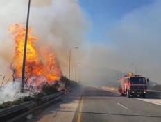 כביש 6 נחסם לתנועה בשל שריפה: פקקי ענק במקום