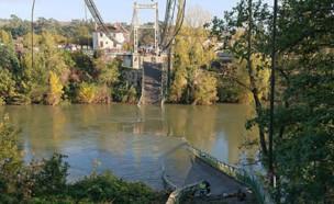 גשר התמוטט בצרפת (צילום: טוויטר\ sdis31officiel)