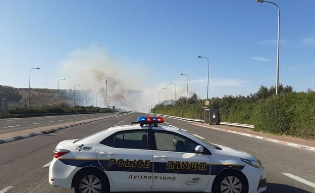 שרפה באזור חריש (צילום: דוברות המשטרה)