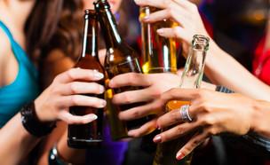 שותים בירה? (צילום: shutterstock By Kzenon)