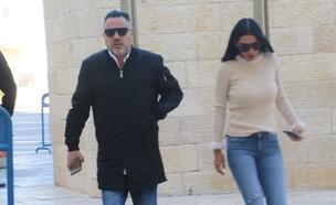 בני פרץ ואשתו בבית משפט, נובמבר 2019 (צילום: פול סגל)