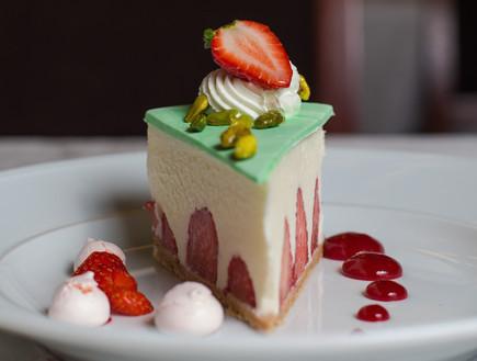 עוגת תות לאונרדו פלאזה