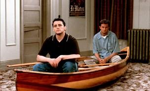 """צ'נדלר וג'ואי בקאנו - """"חברים"""" (צילום: צילום מסך מתוך הסדרה)"""