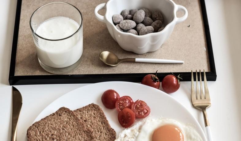 ארוחת בוקר חלב (צילום: danijela-prijovic, unsplash)