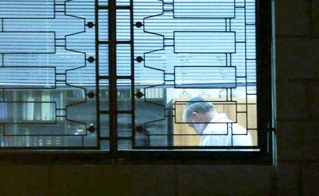 היועץ המשפטי אביחי מנדלבליט בלשכתו (צילום: חיים גולדברג, כיכר השבת)