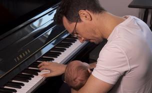 עברי לידר עם בנו (צילום: החדשות 12)