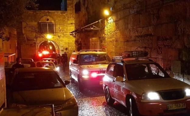 """אישה כבת 80 נהרגה מנפילת מעלית לפיר בירושלים (צילום: תיעוד מבצעי מד""""א)"""