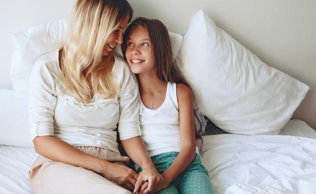 אמא ובת (צילום: shutterstock By Alena Ozerova)