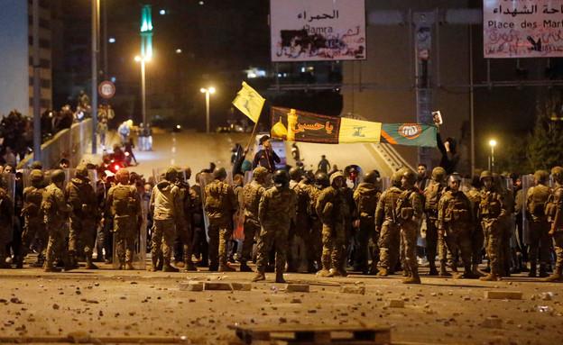 עימותים בביירות בין מפגינים נגד הממשל לפעילי חיזבא (צילום: רויטרס)