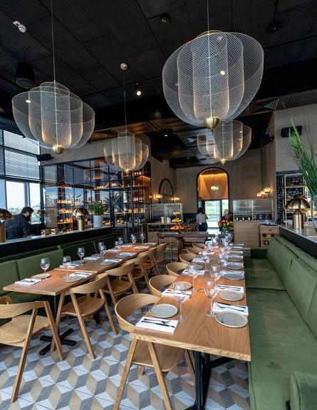 מסעדה בחיפה, ג (צילום: ישראל אלפסה)