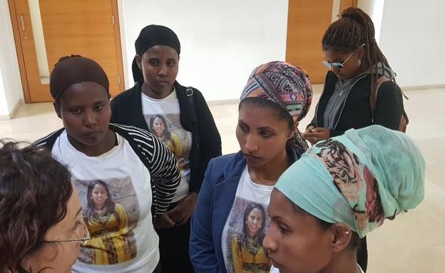 משפחתה של הנרצחת סיפראש אינעלם בבית המשפט
