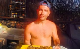 עומר אדם מבשל (צילום: האינסטגרם של עומר אדם)