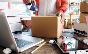 בעל עסק קטן באינטרנט (אילוסטרציה: iJeab, shutterstock)