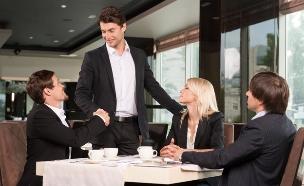 פגישה ראשונה (צילום: Shutterstock)