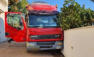 זירת התאונה בהרצליה בה נמחץ למוות בעל משאית  (צילום: הצלה פתח תקווה)
