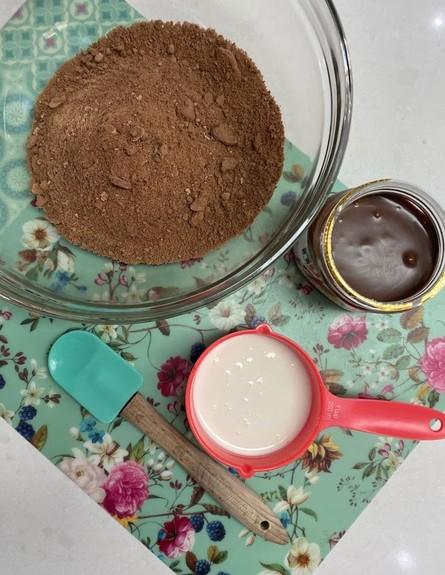 כדורי נוטלה - כל המרכיבים בקערה (צילום: רון יוחננוב, אוכל טוב)