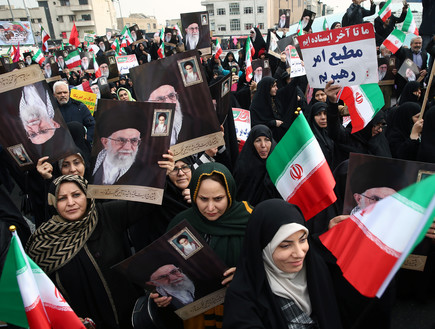 המפגינים בעד הממשל בטהרן