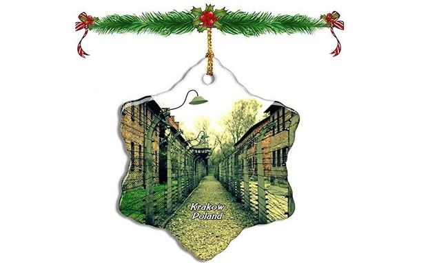 קישוט חג המולד עם מחנה השמדה (צילום: מתוך אמזון)