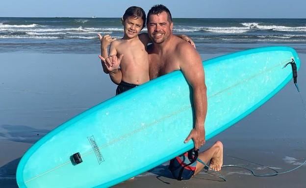 הילד ואביו, אחרי התקרית המפחידה (צילום: CNN)