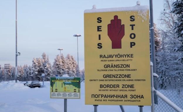 עמדת גבול מזויפת בין רוסיה לפינלנד (צילום: AP)