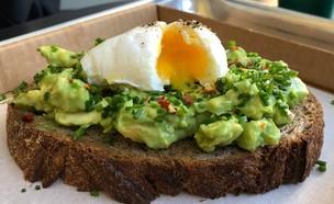 איטס ארוחת בוקר אבוקדו טוסט  (צילום: ריטה גולדשטיין, אוכל טוב)