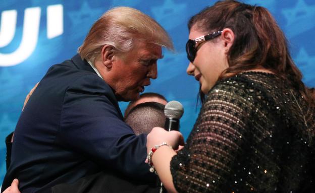 להקת שלוה והנשיא טראמפ על הבמה (צילום: שי פרנקו,רויטרס)